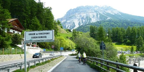 Radweg entlang des Reschensees