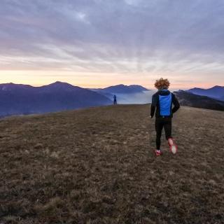 Corsa in montangna sul monte Casale