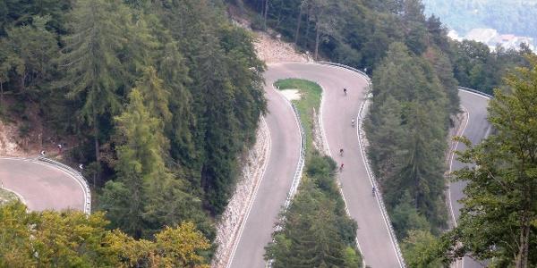 Die Straße auf den Mendelpass