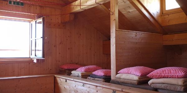 Übernachtung am Lager (alternativ stehen auch Zimmer zur Verfügung)