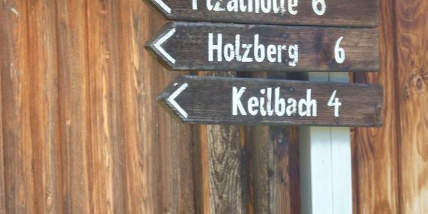 Wegweiser in Steinhaus