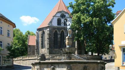Johann-Sebastian-Bach-Kirche mit Hopfenbrunnen - Arnstadt