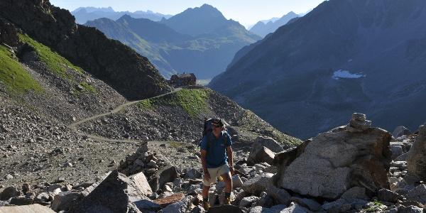 Anstieg in die Seelücke, Blick zurück zur Saarbrücker Hütte