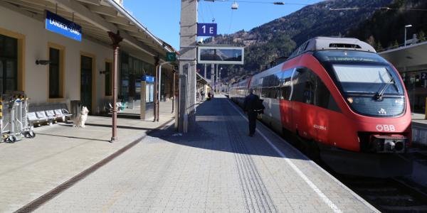 Anfahrt mit Zug. Bahnhof Landeck