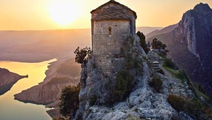 Ermita de la Mare de Déu de la Pertussa i el pantà de Canelles. Corcà (Àger)