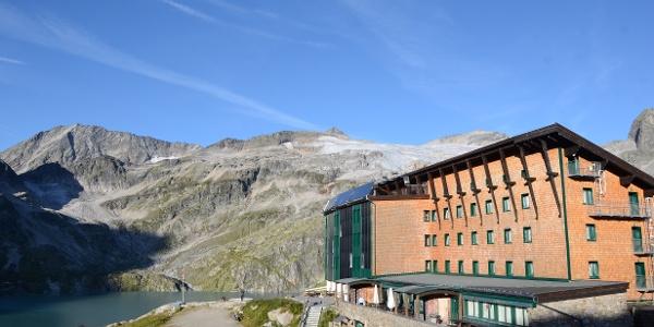 Bergromantik modern: Die Rudolfshütte ist heute ein Hotel für berg-affine Familien.