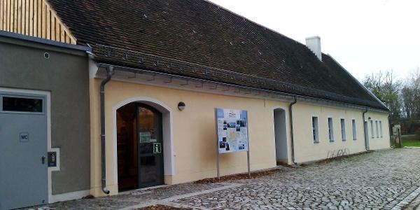 Außenansicht Schlossremise mit Touristinformation