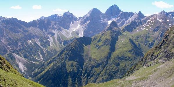 Bald ist der Aufstieg geschafft - Blick auf den Gschnitzer Talschluss mit Triblaune