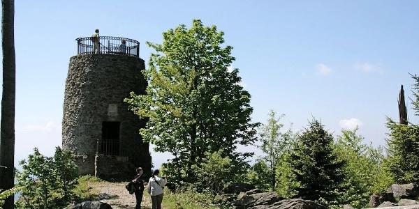 Hirschenstein mit Aussichtsturm (1095 m)