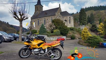 An der Kirche in Isenburg