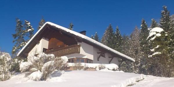 Haus im Winter 2