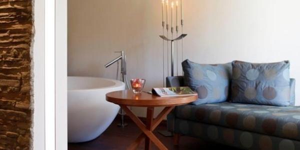 Couch mit Stehtischchen