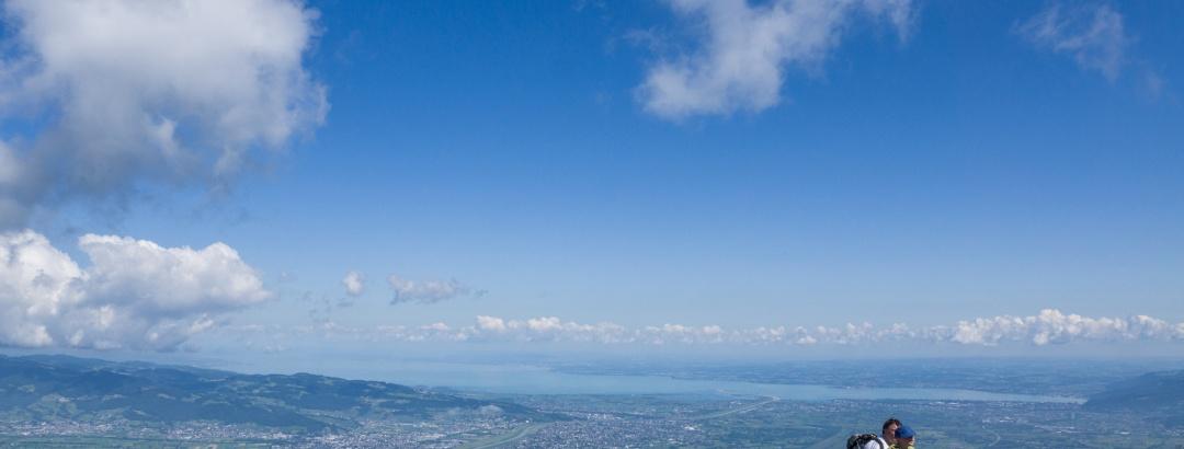 Blick von der Hohen Kugel auf Rheintal und Bodensee