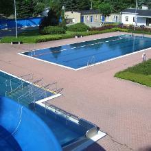 Blick von der Rutsche auf's Schwimmerbecken.