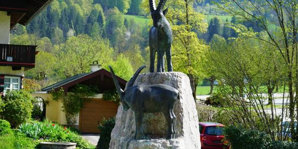 Steinbock-Denkmal am Königsee