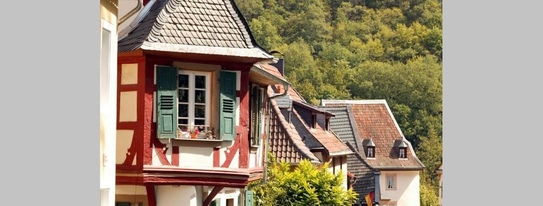Malerische Fachwerkhäuser zieren die Amtsgasse in Meisenheim.