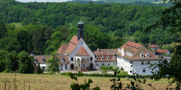 Blick auf das geistliche Zentrum Maria Rosenberg