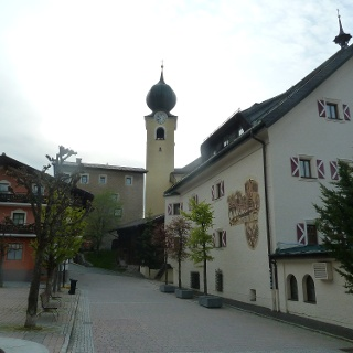 Pfarrkirche, Hotel Post