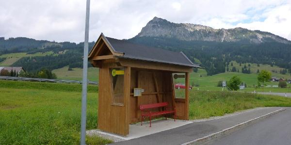 Haltestelle beim Tannheimer Ortsteil Neu Kienzen