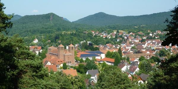 Der Lufkurort Hauenstein ist von dichten Wälder umgeben.
