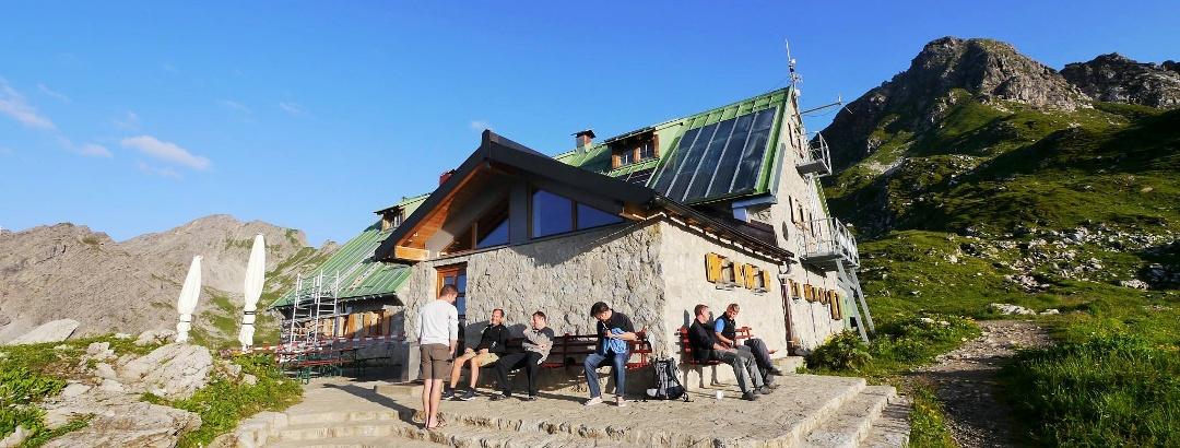 Sonne tanken auf der Mindelheimer Hütte