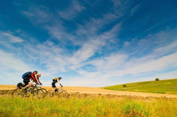 Mit dem Fahrrad an der Küste entlang