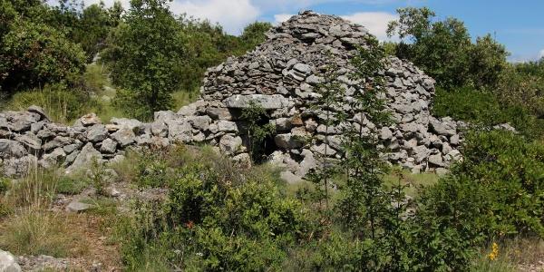 Alte Schäferunterkünfte aus Stein gebaut, wie man sie überall auf der Insel findet
