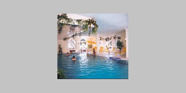 Schwimmbad im Ferienhotel Becker