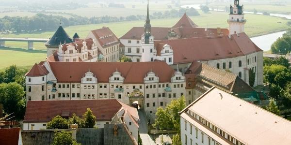 Blick auf Schloss Hartenfels Torgau und die Elbe