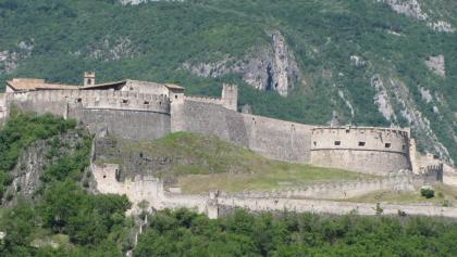 Castel Beseno visto da est