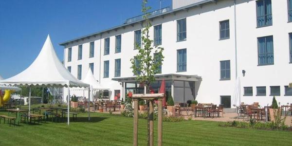 Außenansicht/Terrasse Airport Hotel Paderborn