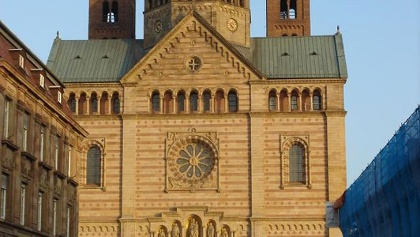 Der Dom zu Speyer im Abendlicht.