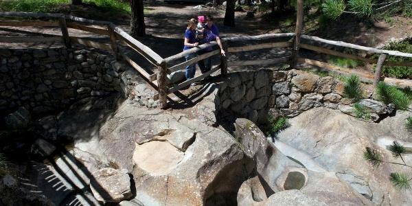 Le sentier thématique se passe aussi le jardin de glaciers Dossen