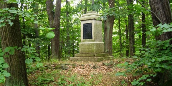 Gedenkstein am Talsperrenweg Zeulenroda (Göttlingstein)