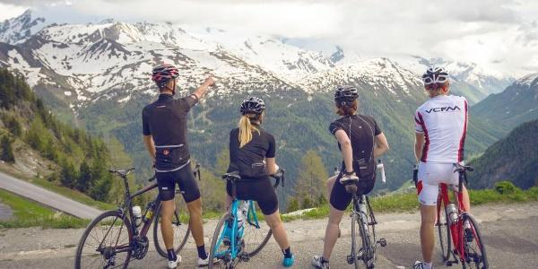 Cyclistes dans la Vallée du Trient
