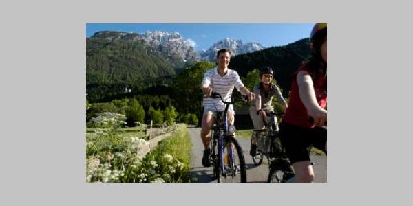 1. Etappe Drauradweg bei Lavant/ Osttirol. Im Hintergrund die Lienzer Dolomiten 1. Etappe Drauradweg bei Lavant/ Osttirol. Im Hintergrund die Lienzer Dolomiten