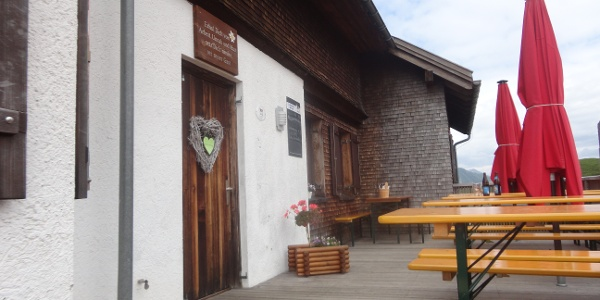 Terrasse mit Tür zum Gastraum