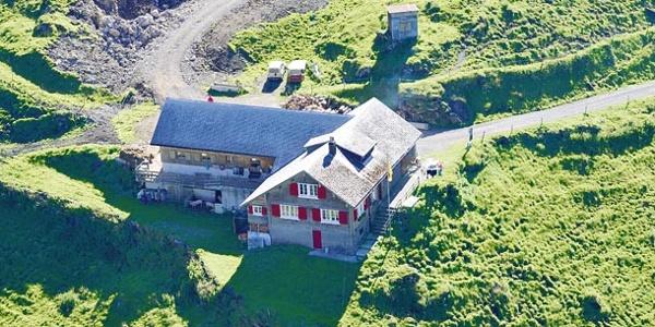 Die Hauptgebäude der Alp Seenalp