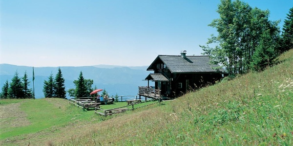 Scheiben Hütte mit Aussicht auf das Mürztal