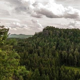 Blick vom Gipfel des Großen .. hin zum Kleinen Bärenstein