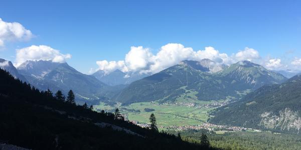 Blick nach Ehrwald und Lermoos