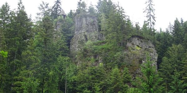 Schutzhütte auf dem Burgbachfelsen