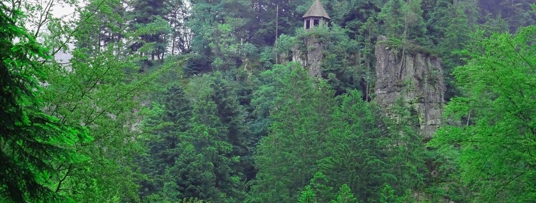 Hütte auf dem Burgbachfelsen