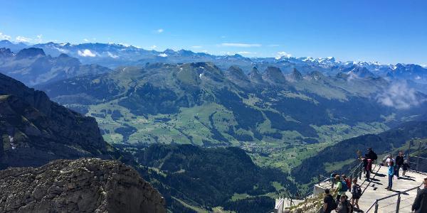 Aussicht Richtung Churfirsten und Glarner Alpen