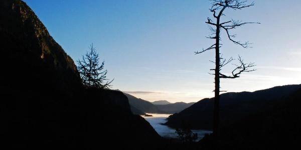 Das erste Morgenlicht über dem Stodertal