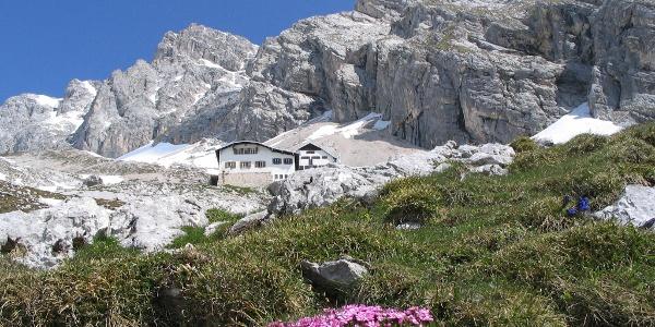 Blick auf die Knorrhütte.