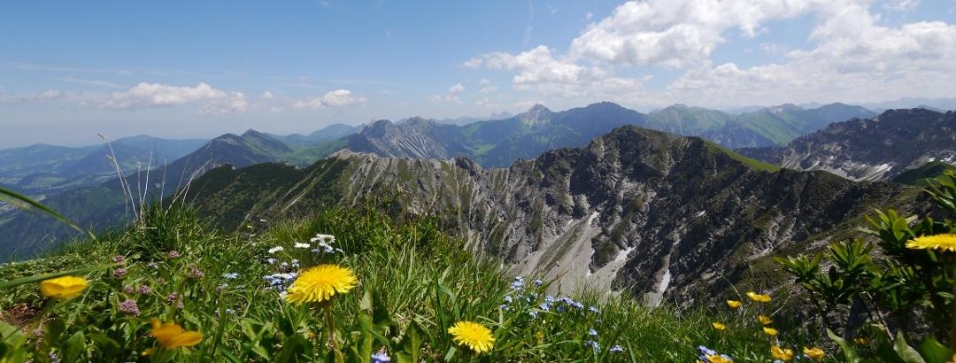 Blick von der Rotspitze auf die Hohen Gänge und den Breitenberg