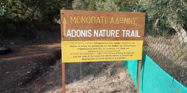 Start der Wanderung am Adonistrail