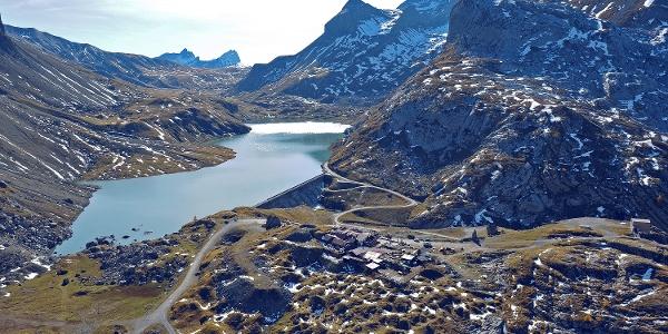 Lac de Sénin sur le col de Sanetsch