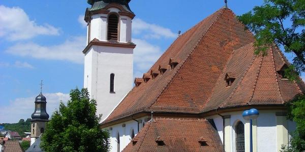 Gleich zwei Kirchen beeindrucken in der Kirchengasse von Winnweiler.